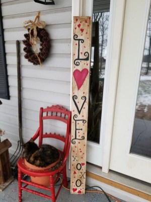 Festive Valentine Porch Decorating Ideas 08