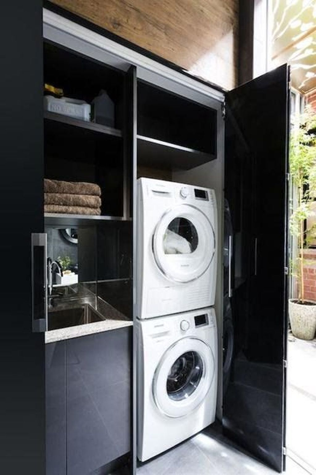 Totally Inspiring Small Functional Laundry Room Ideas 04