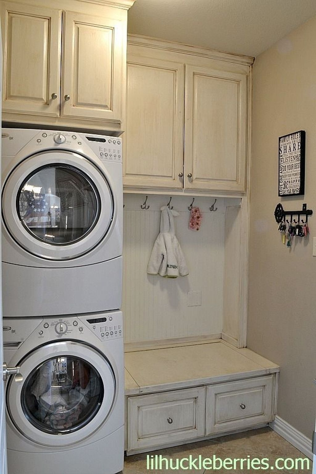 Totally Inspiring Small Functional Laundry Room Ideas 28