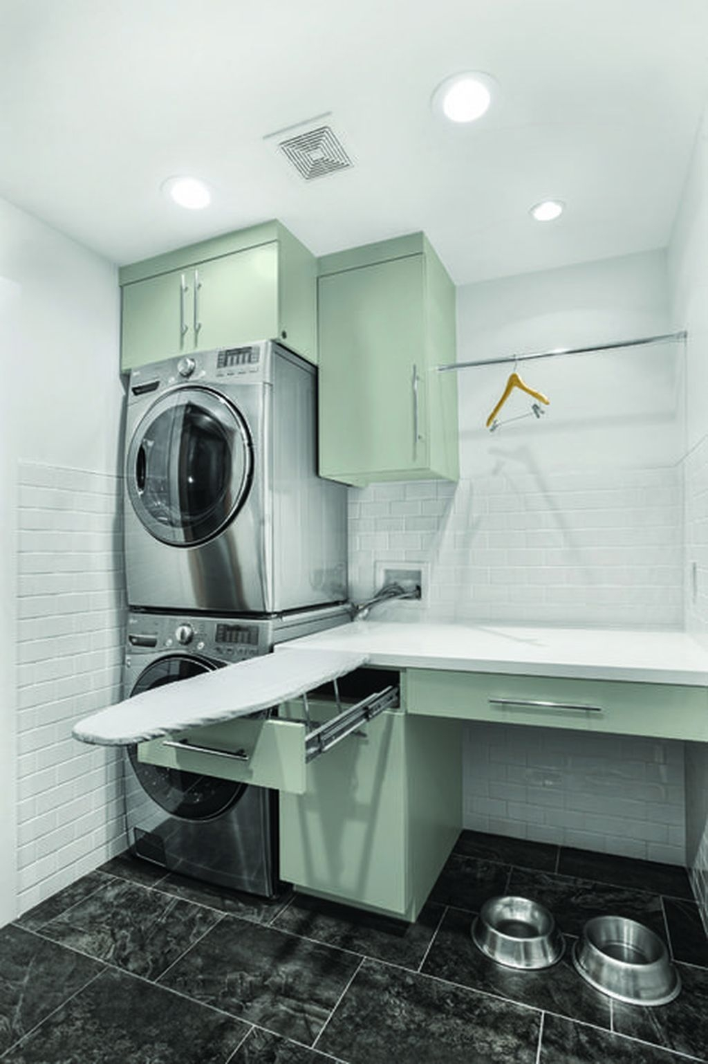 Totally Inspiring Small Functional Laundry Room Ideas 55