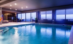 Adorable Small Indoor Swimming Pool Design Ideas 26