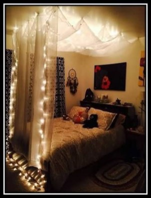 Awesome Canopy Bed With Sparkling Lights Decor Ideas 40
