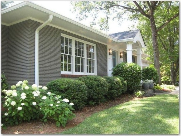 Gorgeous Front Yard Landscaping Remodel Ideas 08