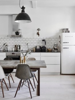 Simple Minimalist Small White Kitchen Design Ideas 32