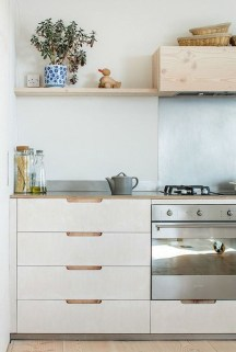 Simple Minimalist Small White Kitchen Design Ideas 49