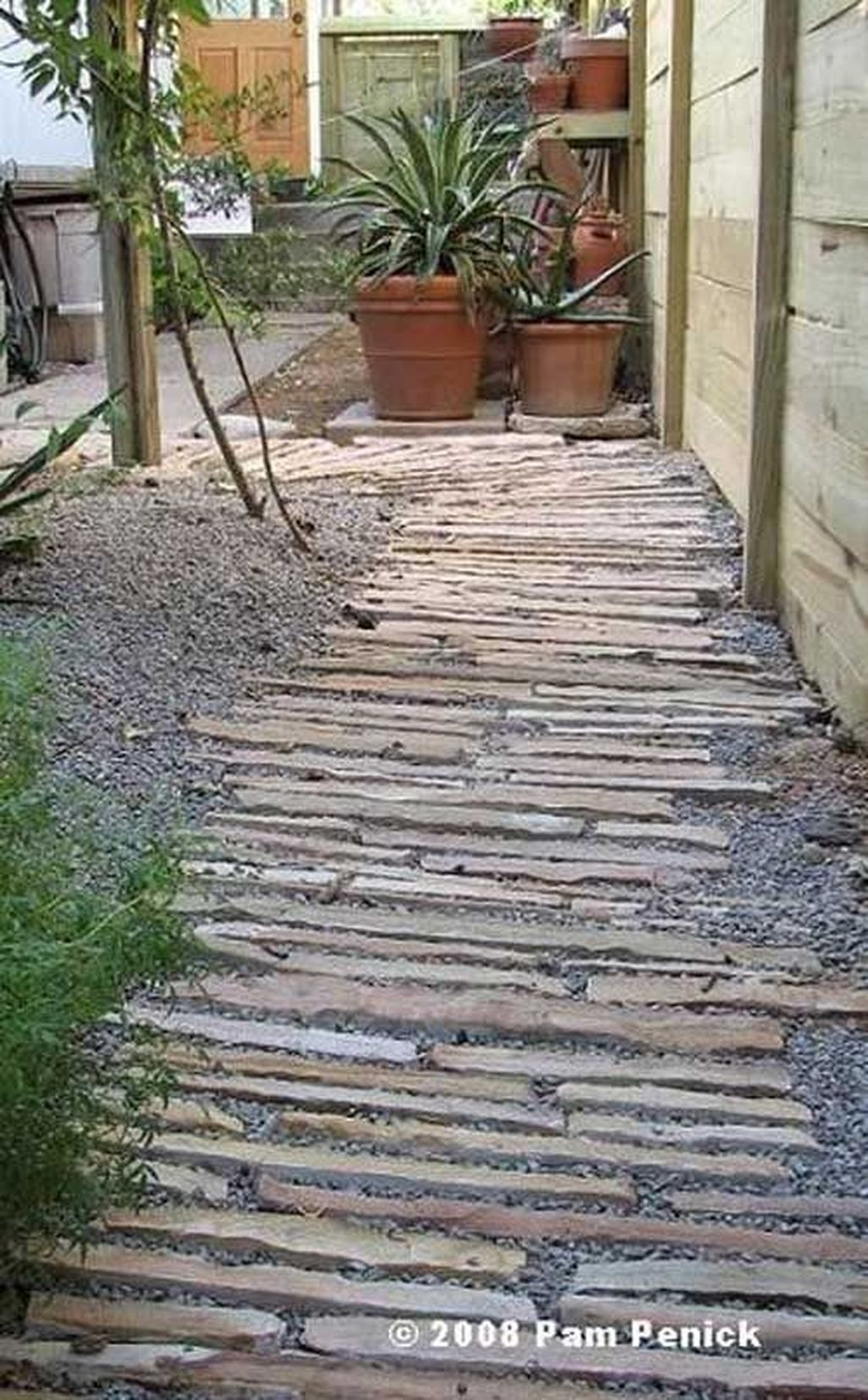 Stylish Stepping Stone Pathway Décor Ideas 10