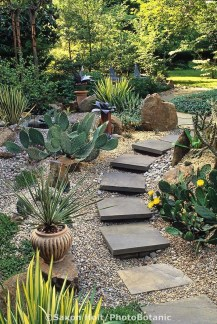 Stylish Stepping Stone Pathway Décor Ideas 13