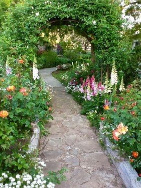 Stylish Stepping Stone Pathway Décor Ideas 27
