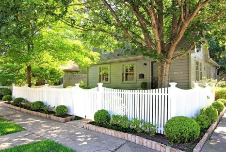 Totally Inspiring Front Yard Fence Remodel Ideas 37