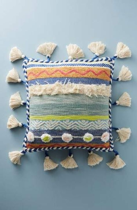Adorable Decorative Accent Pillows Ideas For Living Room 26