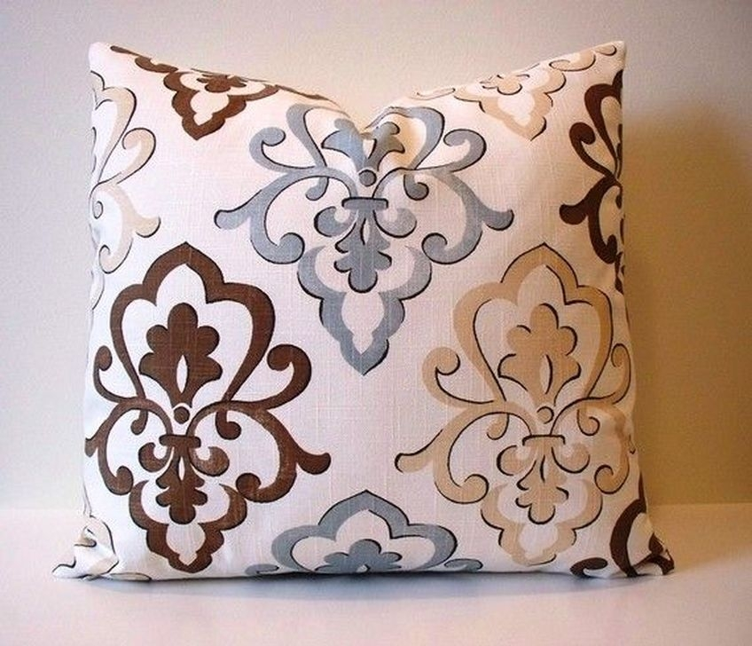 Adorable Decorative Accent Pillows Ideas For Living Room 32