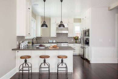 Astonishing U Shaped Kitchen Remodel Ideas 21