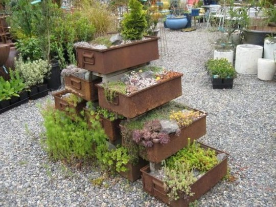 Comfy And Unique Garden Decor Ideas 27