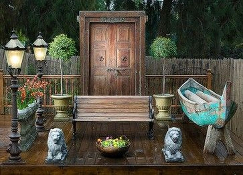 Relaxing Nautical Garden Decorating Ideas 06