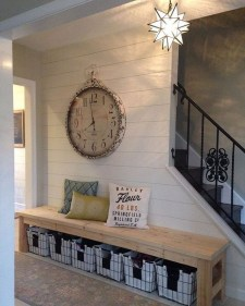 Stunning Farmhouse Entryway Decoration Ideas 31
