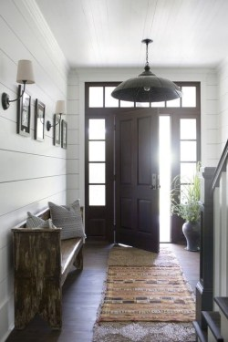 Stunning Farmhouse Entryway Decoration Ideas 36