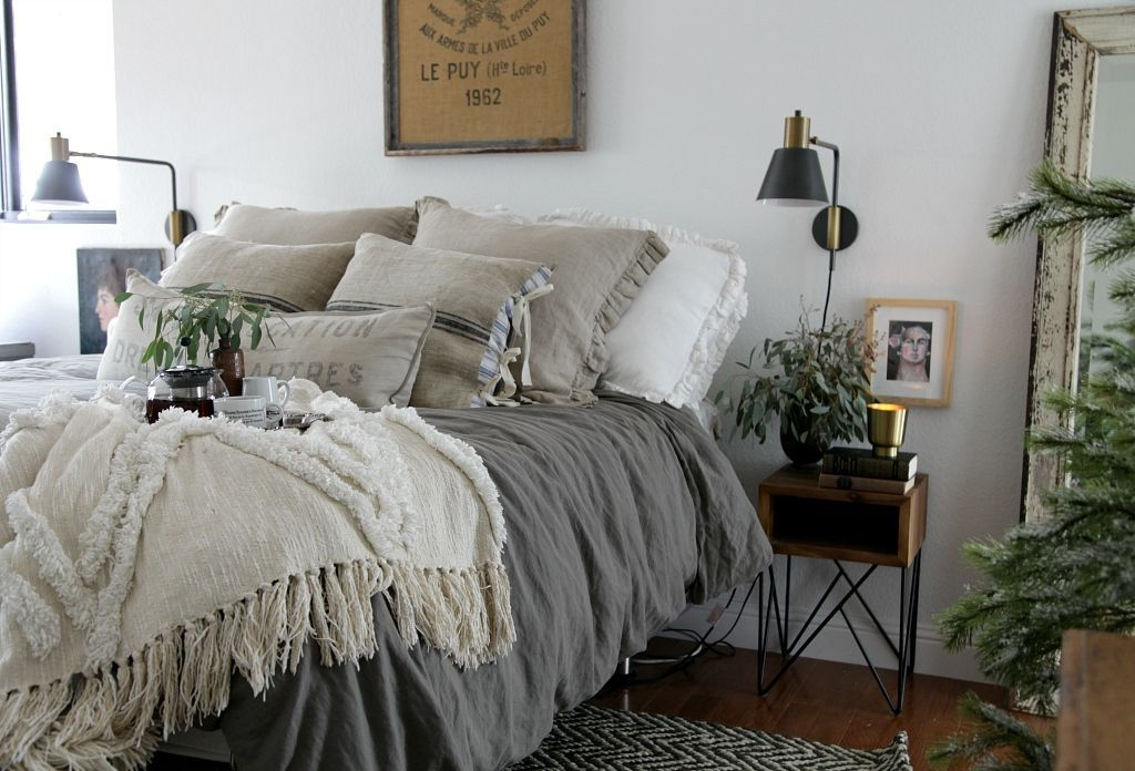 Stunning Farmhouse Style Modern Bedroom Decor Ideas 05