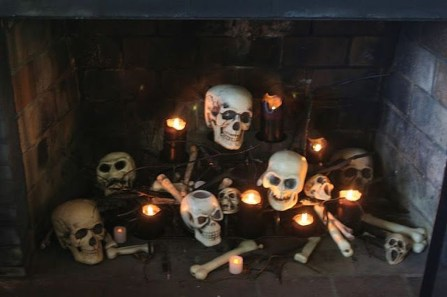 Amazing Halloween Black Decor Ideas To Scary Party Ever 08