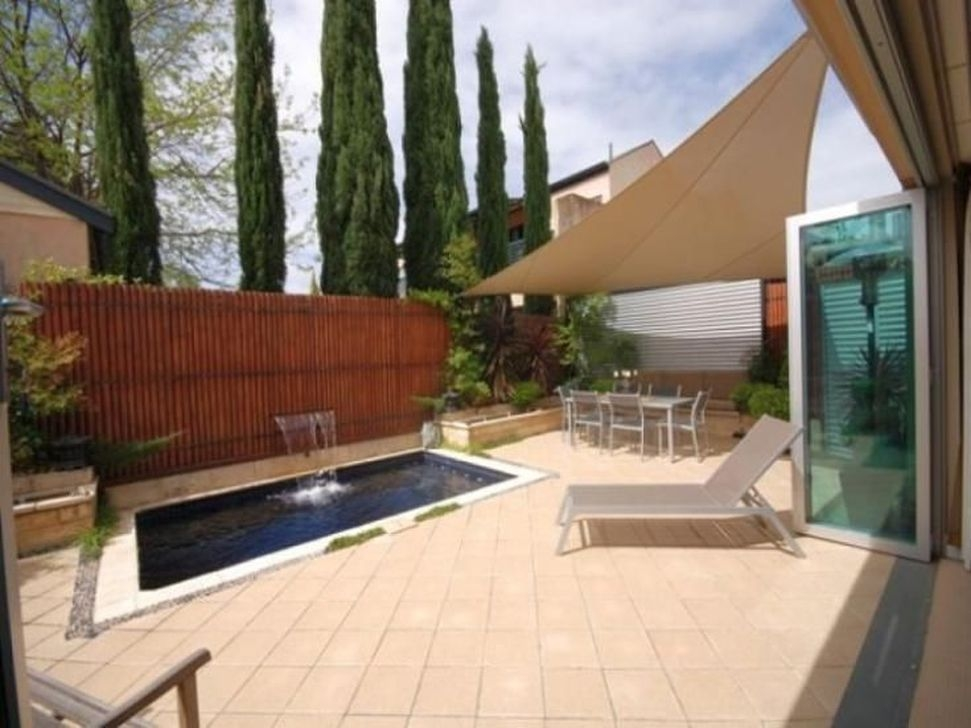 Amazing Modern Water Feature For Your Landscape24
