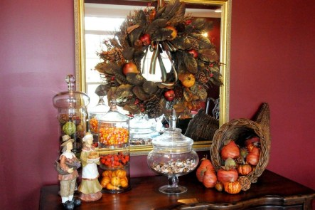 Stylish Console Table For Halloween Ideas 06