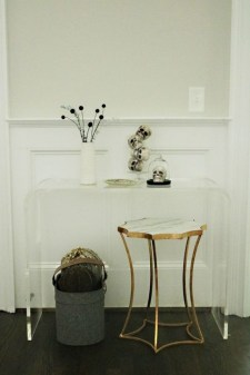 Stylish Console Table For Halloween Ideas 39