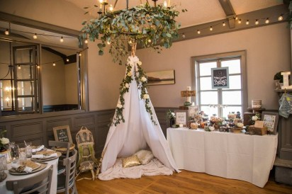 Charming Winter Themed Baby Shower Decoration Ideas32