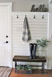 Creative Farmhouse Entryway Decorating Ideas31