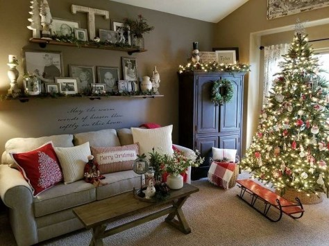Incredible Farmhouse Christmas Decor And Design Ideas On A Budget15