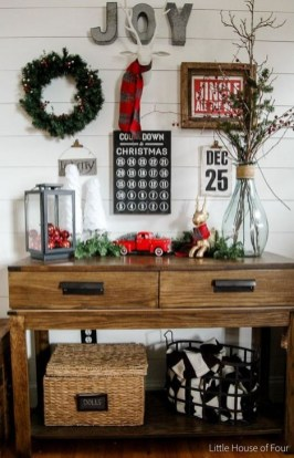 Incredible Farmhouse Christmas Decor And Design Ideas On A Budget25