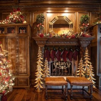 Incredible Farmhouse Christmas Decor And Design Ideas On A Budget34