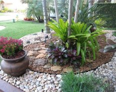 Pretty Front Yard Rock Garden And Landscaping Ideas15