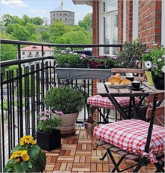 Unique Apartment Balcony Design And Decor Ideas14