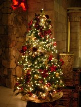 Amazing Christmas Decorating Ideas For Small Spaces17