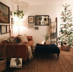 Comfy Christmas Living Room Decor Ideas21