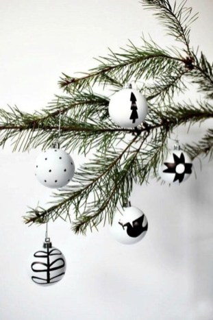 Extraordinary Scandinavian Christmas Decor Ideas38