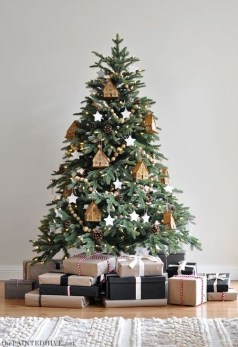 Gorgeous Rustic Christmas Tree Decoration Ideas19