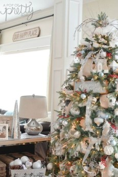 Gorgeous Rustic Christmas Tree Decoration Ideas21