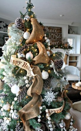 Gorgeous Rustic Christmas Tree Decoration Ideas26