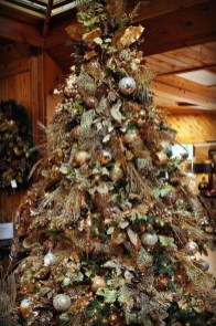 Gorgeous Rustic Christmas Tree Decoration Ideas40