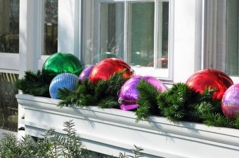 Lovely Christmas Porch Makeover Ideas05