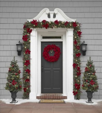 Lovely Christmas Porch Makeover Ideas09