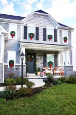 Lovely Christmas Porch Makeover Ideas11