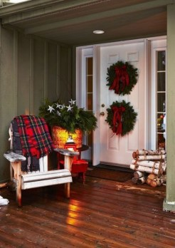 Lovely Christmas Porch Makeover Ideas37