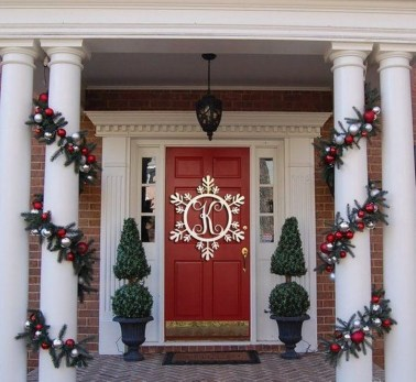Lovely Christmas Porch Makeover Ideas38