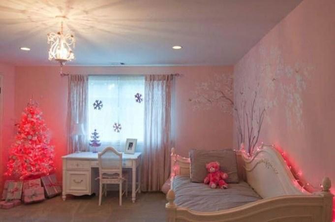 Magnificient Christmas Lighting Bedroom Ideas16