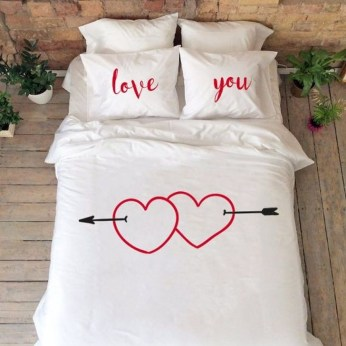 Cute Valentine Bedroom Decor Ideas For Couples14