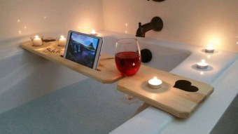 Pretty Master Bathroom Decoration Ideas For Valentines Day02