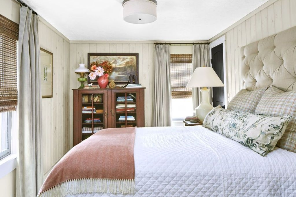 Affordable Lake House Bedroom Decorating Ideas11