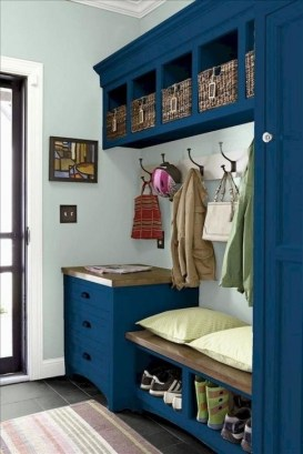 Awesome Rustic Mudroom Bench Decorating Ideas On A Budget25