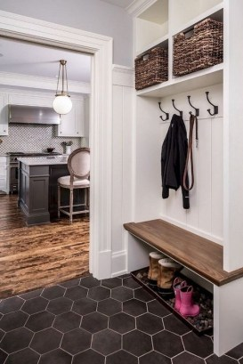 Awesome Rustic Mudroom Bench Decorating Ideas On A Budget27